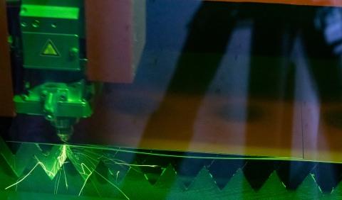Nieuwe laser en kantbank bij Breman Schoorsteentechniek